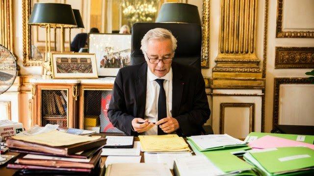 Rebsamen-ministre-emploi-bureau ministere-JJ-miroir-4oct2014
